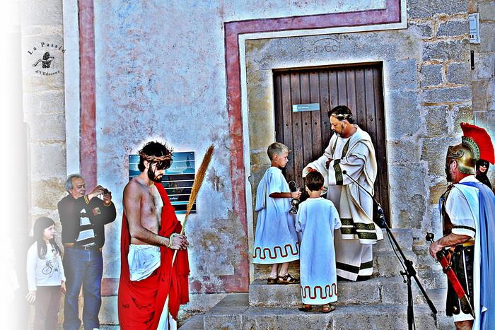 Patronat de la Passió d´Ulldecona > <b>notícies</b> > Ulldecona treu La Passió al carrer