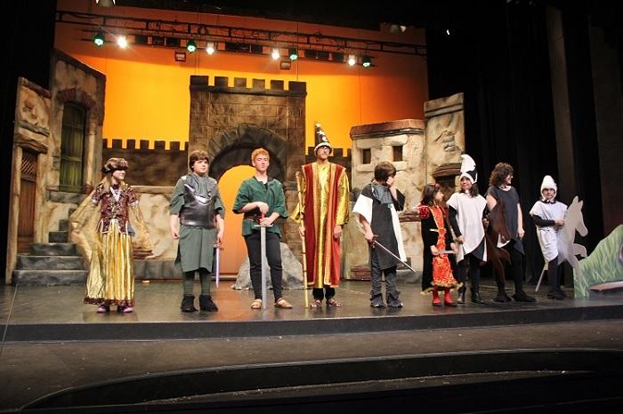 Patronato de la Passió d´Ulldecona > escuela de teatro > PRIMERA ACTUACION DEL GRUPO DE TEATRO DE LA ESCUELA